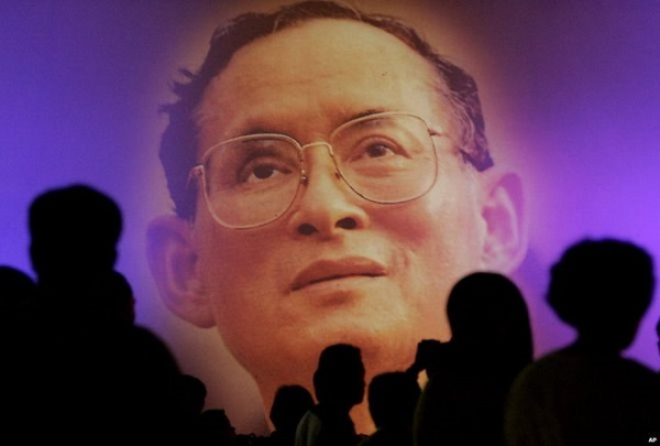 Король Таиланда умер